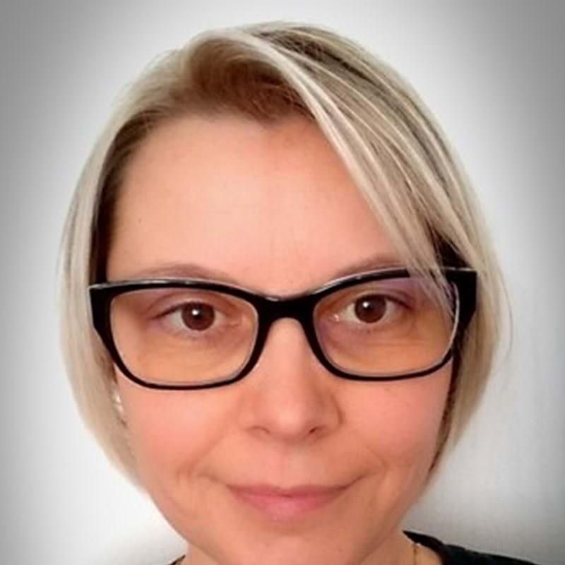 Dr Zsuzsanna Gyenes