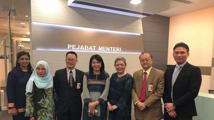 Promoting the value of chemical engineers to Malaysia's Minister of Energy