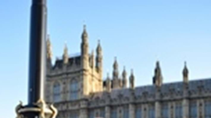 Young chemical engineers pitch questions to politicians and policy makers in Parliament